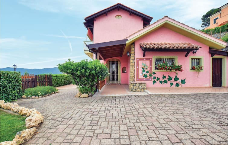 Holiday cottage with 3 bedrooms on 150m² in Villanova d'Albenga
