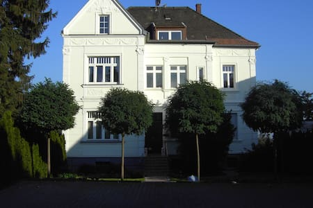 Lovely 2 Roomed Apartment with Views - Brühl - Appartement