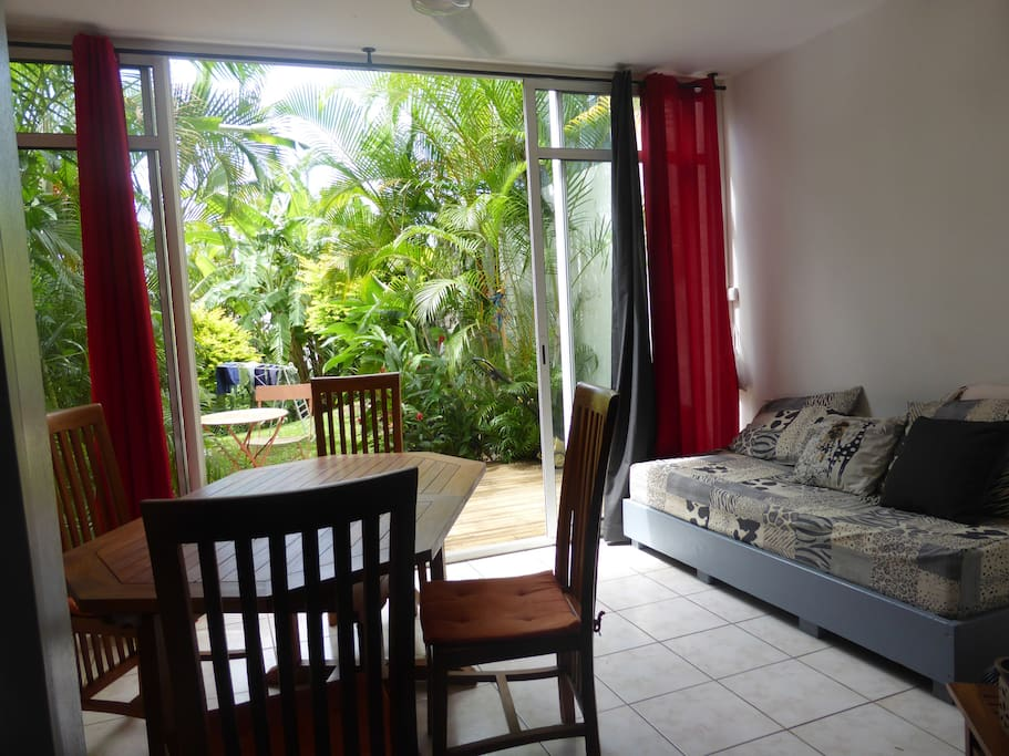 Calme et s r nit au bois de n fles condominiums for rent in sainte clotilde saint denis r union - Terrasse jardim quadra saint denis ...
