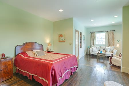Writers Retreat Suite in Historic Luxurious Church - Easton