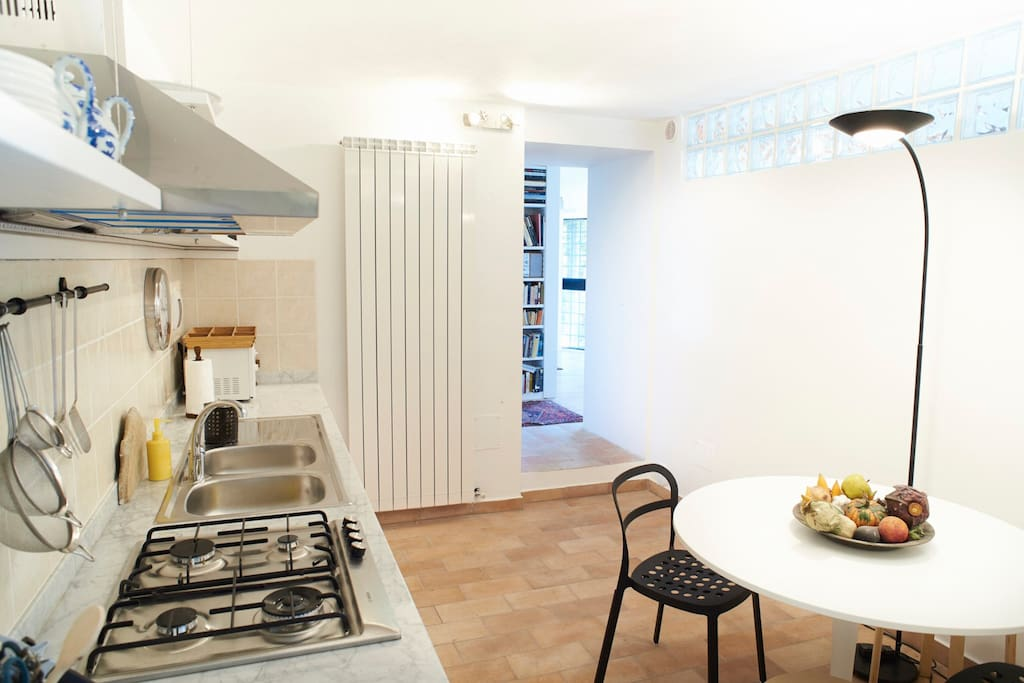 Fully equipped eat-in kitchen,