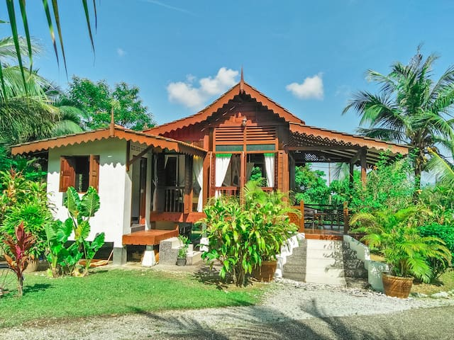 Alamanda Garden Villa - Lush Garden View