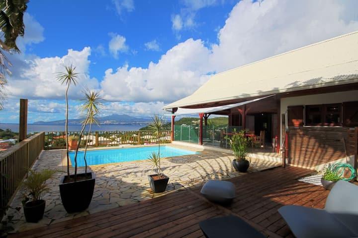 Villa avec piscine et magnifique vue mer