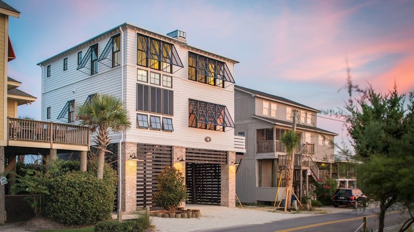 Create Magnolia memories here: Oceanfront Newly Constructed- Huge outside deck, Pawleys Island SC