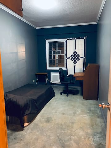 Cozy Private townhouse room on Matahimik St QC