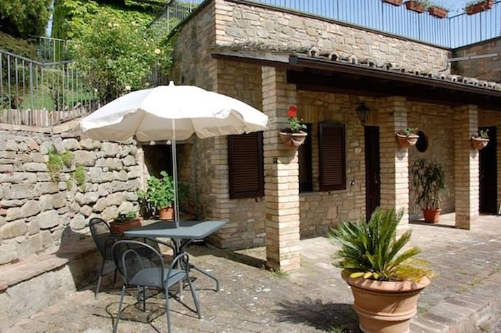 Cosy studio with pool, between Perugia and Assisi