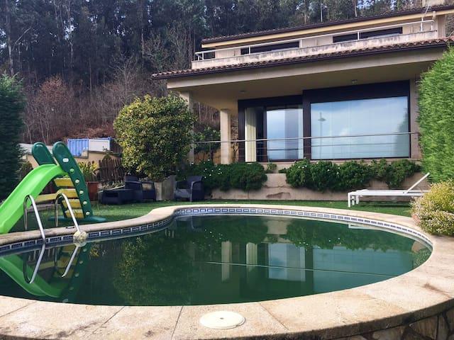 Große Villa mit schwimmbad & Garten