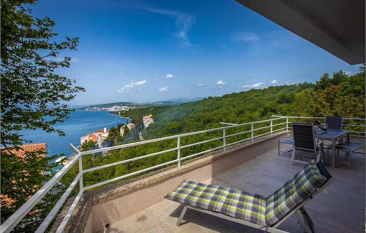 Holiday apartment with 2 bedrooms on 105m² in Kraljevica