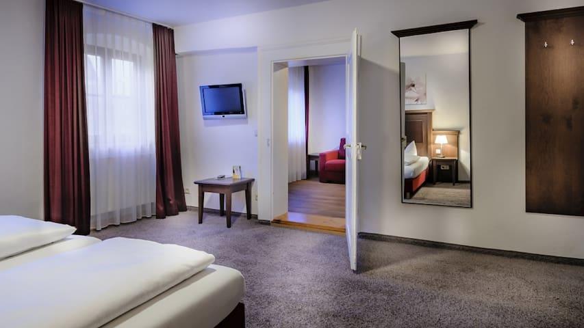 Himmel-Landshut GmbH Hotel-Restaurant-Cafe (Landshut), Appartement mit Flachbild-TV und kostenfreies WLAN