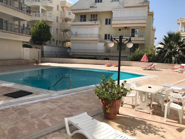 Bright 2 bedroom in well managed complex