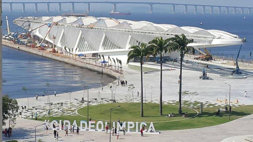 Quarto próximo do Museu do Amanhã (acomoda até 4) - Rio de Janeiro - Apartamento