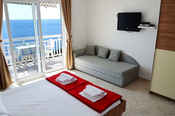 APARTMENT MIA 2 -by the sea - Milna - Apartment