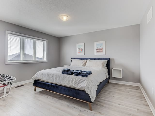 Wake up on a KING Sized SEALY POSTUREPEDIC Bed Located In The Master Bedroom!!!