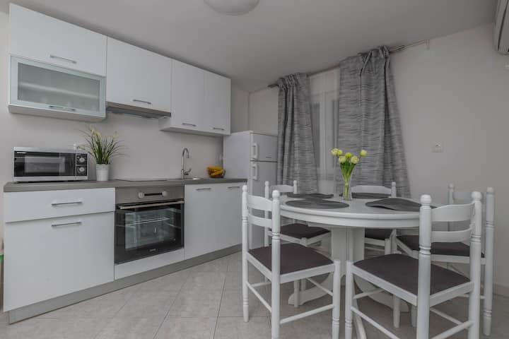 Apartment Ankica L5