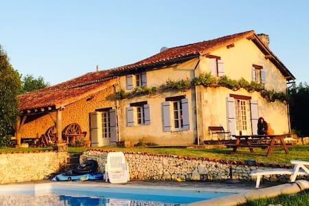 Holiday Home near Verteillac