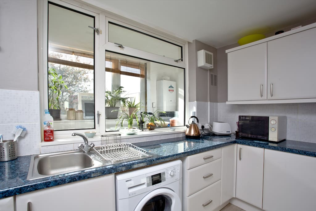 Clean, bright well equiped kitchen