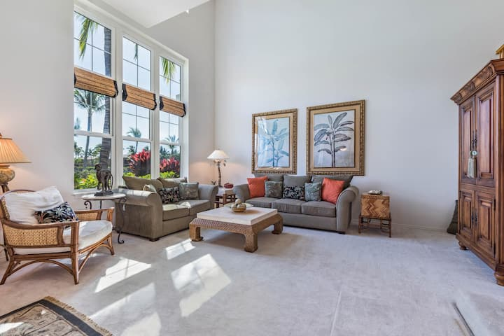 Beautiful townhouse by the ocean w/ golf course view, shared pool, hot tub