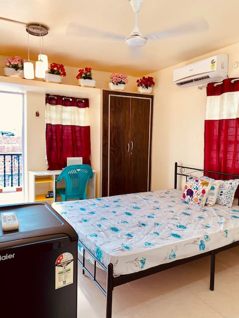 Entire 1 BHK flat with Kitchen + Free Wi Fi