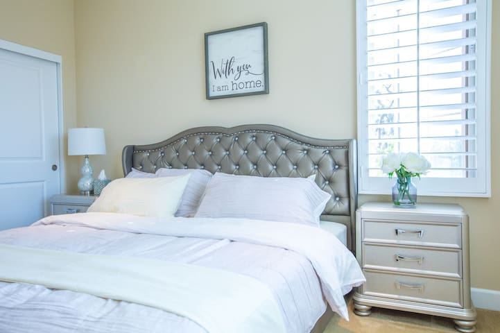irvine king size bedroom with private bathroom