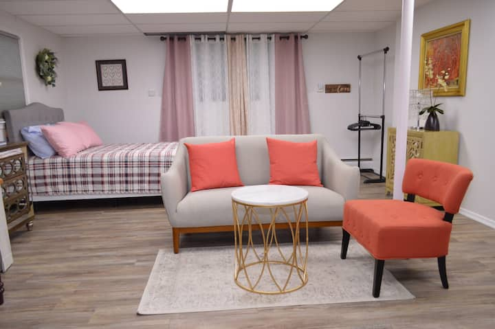 Cozy Catonsville Studio