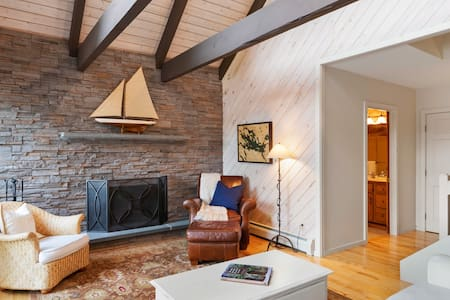 Idyllic lakefront home on Lake Winnipesaukee with game room, private beach, and boat dock
