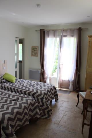 REZ DE JARDIN - Pont-du-Casse - Bed & Breakfast