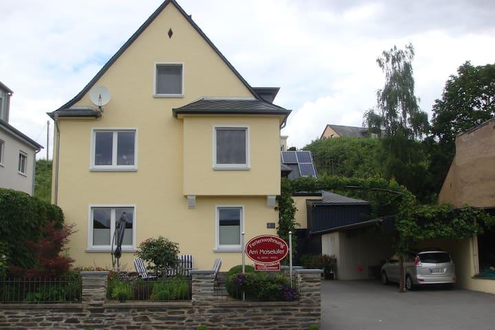 """Helle, freundliche  Ferienwohnung """"Moselufer"""" - Lieser - Kondominium"""