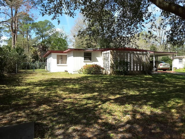 Beautiful and clean house. Close to downtown - Gainesville - Huis