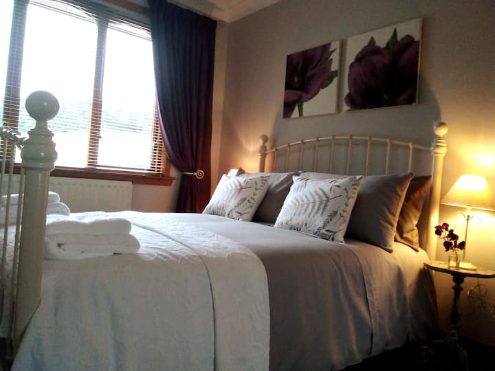 Spacious Double Room near Bennachie/Wedding Venues