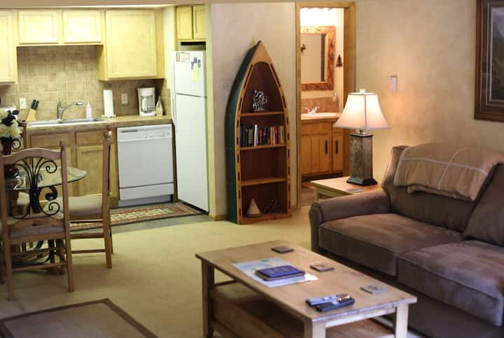 Beautiful 1 Br, Eagle Lift Ski-in, Forest Setting