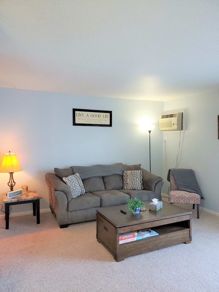 2 bed, 1.5 Bath Furnished Town Home - Short + Long Term Stays