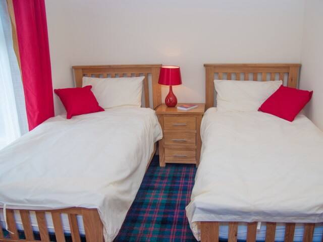 Twin beds. Egyptian cotton bedding, fitted wardrobes and luxurious tartan carpets.