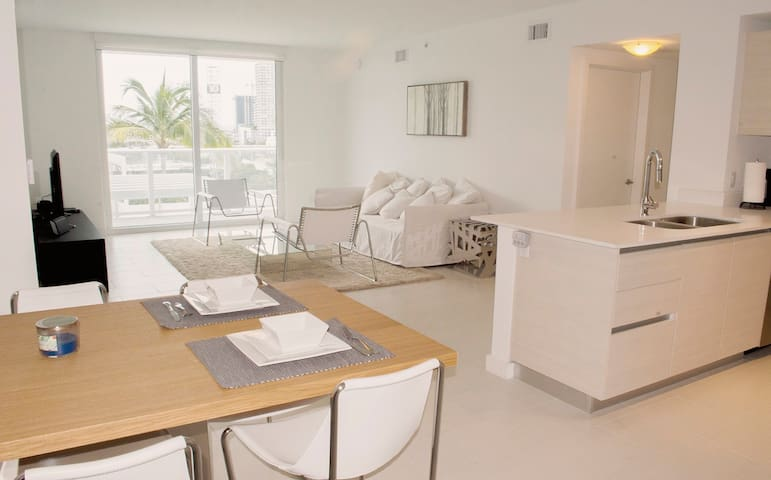Luxury Cityview 2 Bedrooms 2 Bathrooms The Art Apartments For Rent In Miami Florida