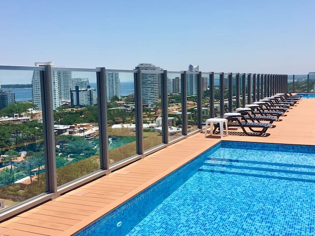 2 Piscinas abiertas ultimo piso / Two open pools at penthouse