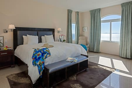Luxury One Bedroom Dawn Beach Condo