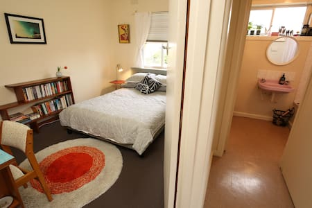 Mid-Century Apartment - Preston - Apartament
