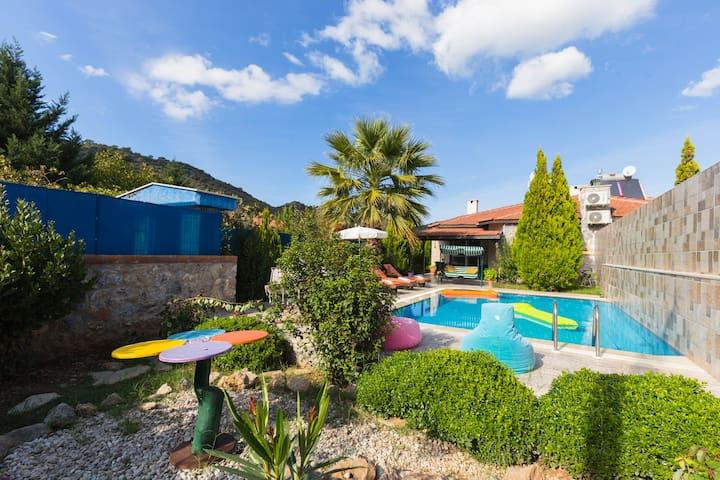 Fethiye'de Muhafazakar Doğa İçerisinde Villa
