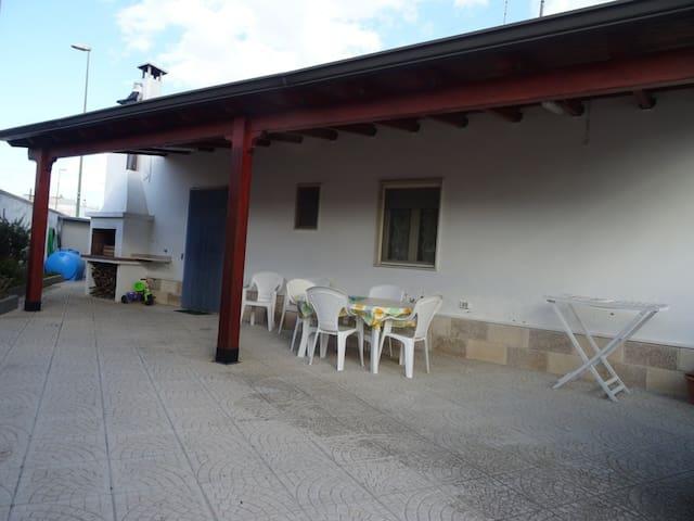 Villa REBECCA a 30metri dal mare di Torre Lapillo.