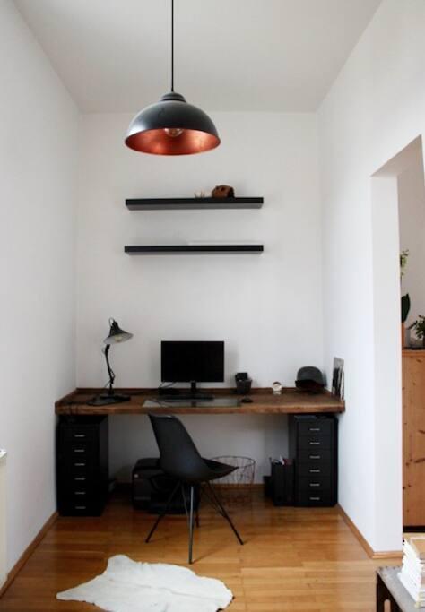 Livingroom (work space)