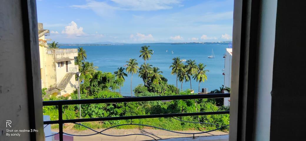 4 bedroom spacious seaview apartment in Dona paula