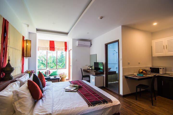 Woodside Inn & Serviced Apartment (with Balcony)