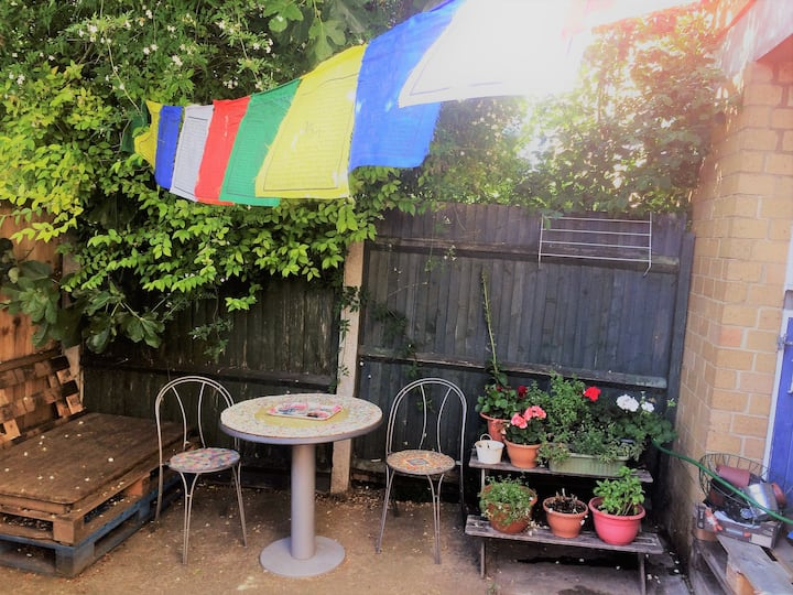 2 Bed House with Garden by River Lea+Chatsworth st