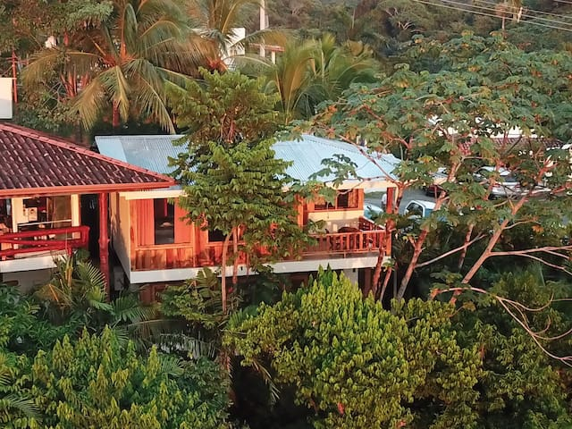 El Avion Ocean View Studio 4 with Balcony Sleeps 4