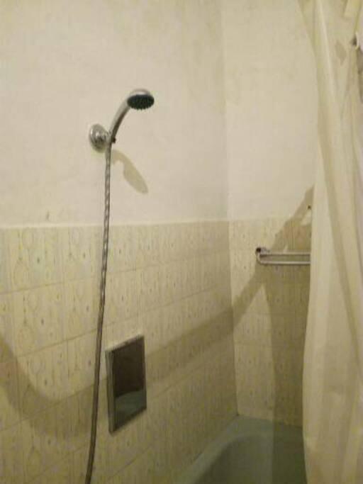 vasca con telo doccia