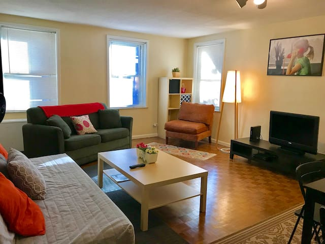 Downtown Oasis Affordable 1bdr Sleeps 5