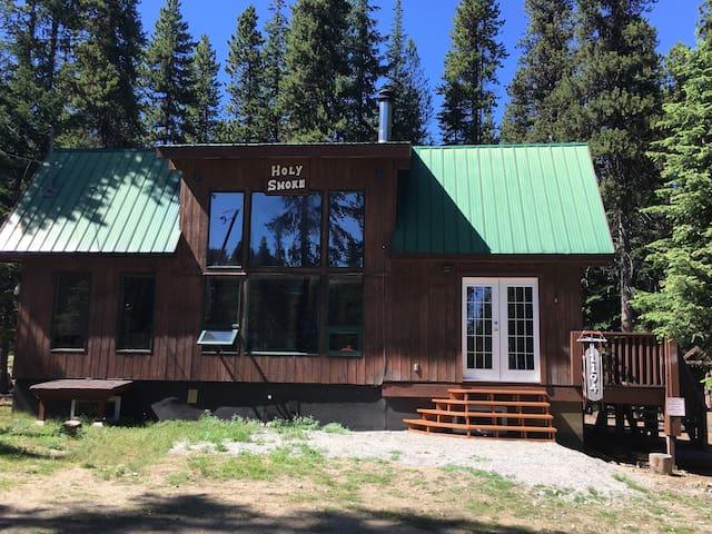 Holy Smoke : Ski-in Ski-out cabin @ Apex Mt