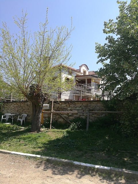 HAPPY TRAILS Farm Stay in Sredna Gora Mountains