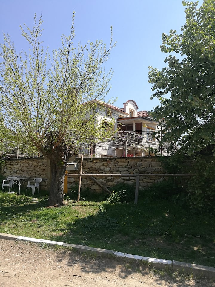 HAPPY TRAILS Farm Stay in Sredna Gora Mountains