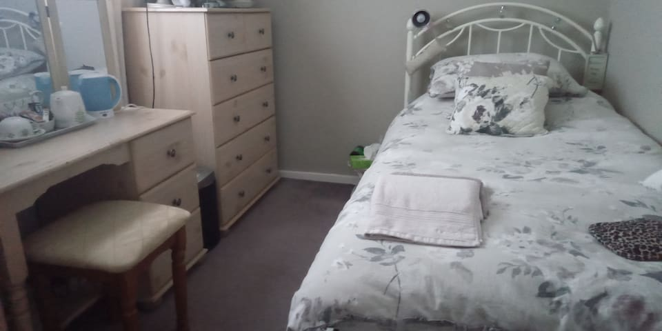 COMFY ROOM, FREE PARKING & WIFI CENTRAL LOCATION