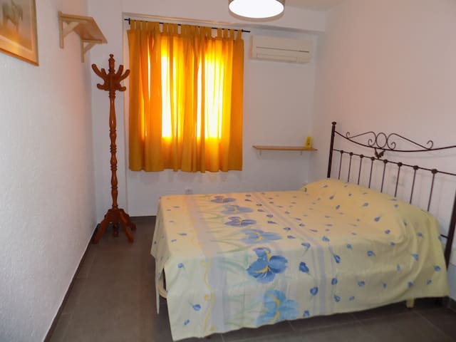 Habitación matrimonio con aire acondicionado